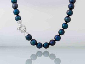 Kobu-parels-blauw-zwart-grijze-parelcollier