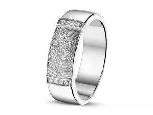 Ring met vingerafdruk in zilver met zirconia of witgoud met diamant