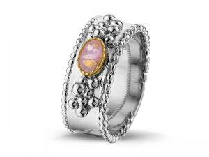 Ring voor as met gekleurde steen van hars