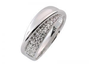 ring met zirkonia steentjes en as