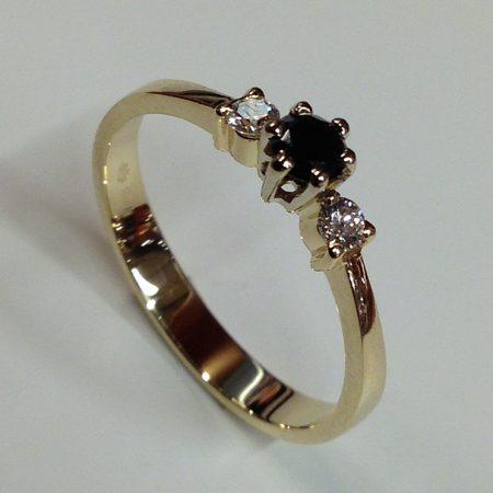 Gouden ring met zwarte en witte briljant