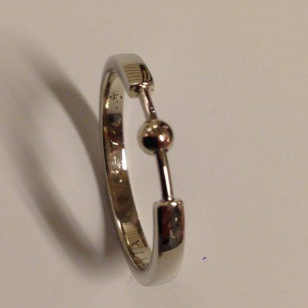 Trouwring veranderd in fijne ring met een asbolletje