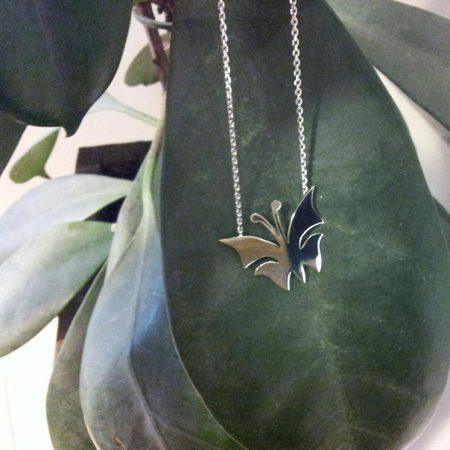 Zilveren collier met vlinder. Handgemaakt door goudsmid Sylvester Andriessen
