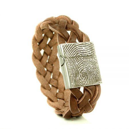 Leren armband met vingerafdruk op sluiting
