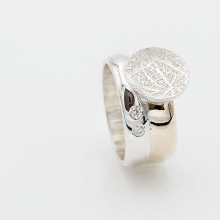 Zilver met gouden ring met vingerafdruk
