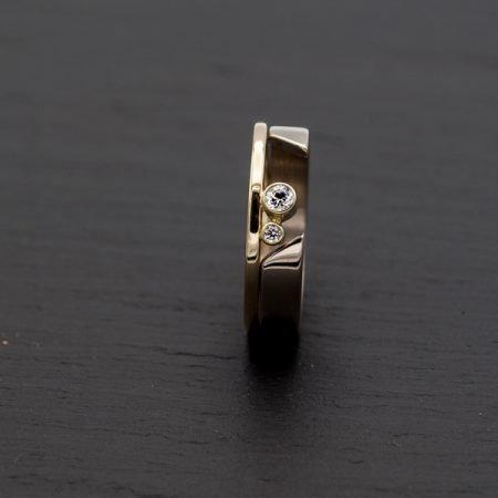 Geelgouden ring met witgoud en briljant, handgemaakt