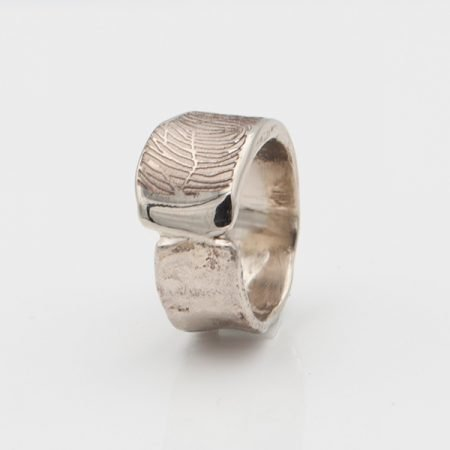 grillige ring met vingerafdruk