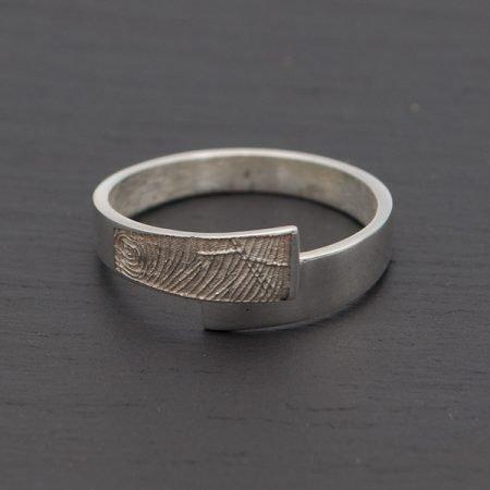 strakke zilveren ring met vingerafdruk nol ring