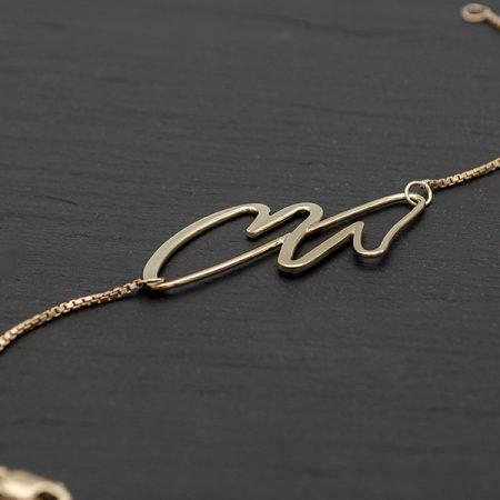 Gouden-armband-met-letters-handgemaakt