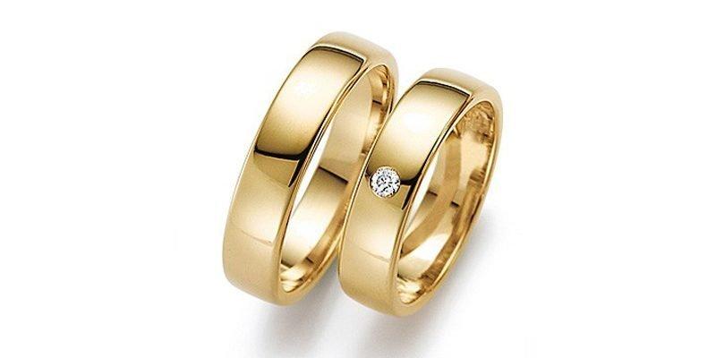 Klassieke-gouden-ring-met-briljantje