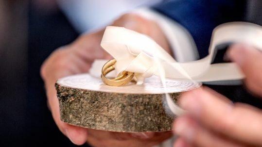 Klassieke-gouden-trouwringen
