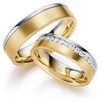 Gouden ring met diamantjes-in-een-rij-gezet