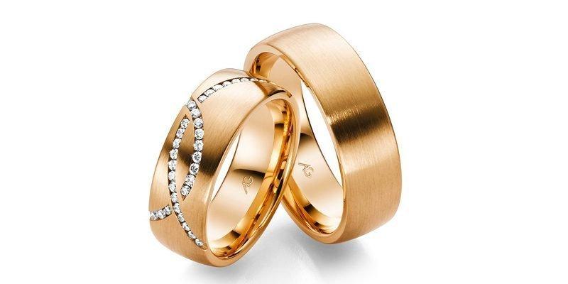 Rosegouden-trouwringen-met-briljant