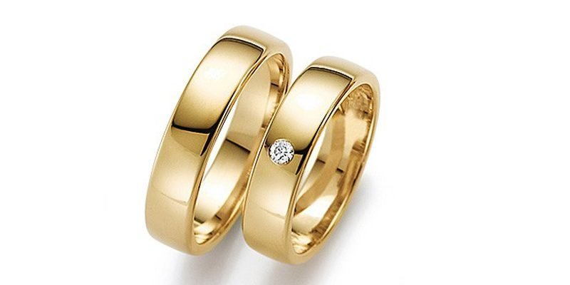 Strakke-platte-gouden-trouwringen