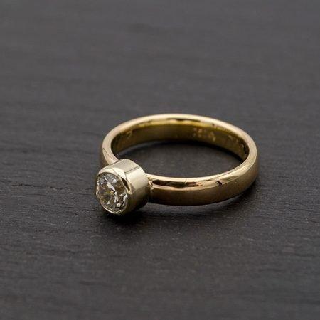 Gouden-trouwring-veranderd-in-strakke-ring-met-grote-steen