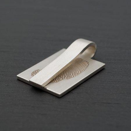 Zilveren-hanger-langwerpig-met-vingerafdruk