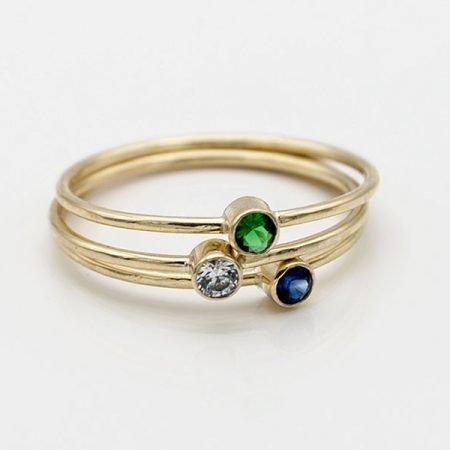 smalle-ringetjes-met-gekleurde-steentjes