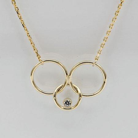 Gouden hanger met drie rondjes en steentje
