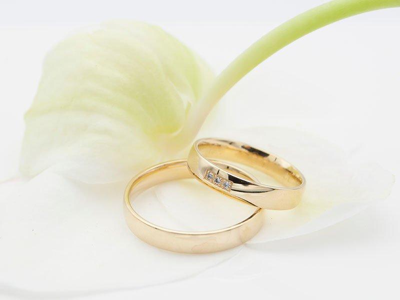 Geelgouden-trouwringen-met-korting