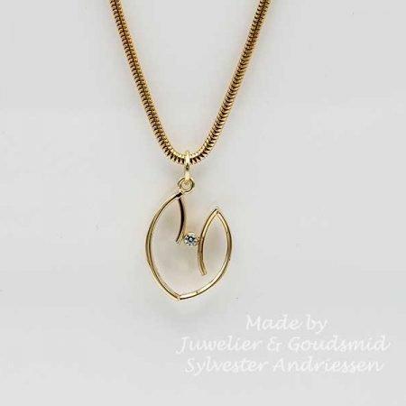 Gouden hanger gemaakt van trouwring