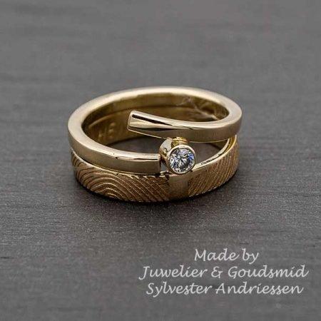 Trouwring-vermaakt-tot-een-moderne-ring-met-vingerafdruk