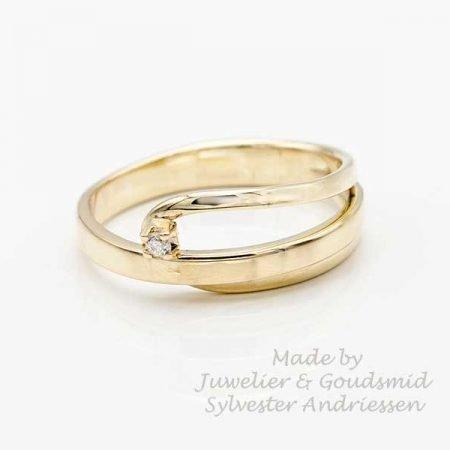 van twee trouwringen een nieuwe moderne ring gemaakt