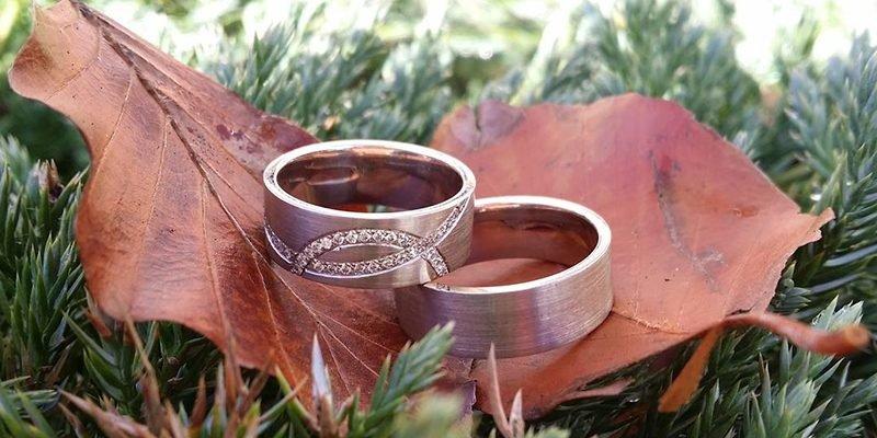 witgouden-trouwringen-met-briljant