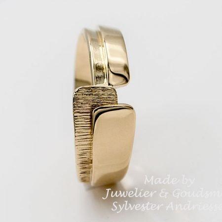 Ring gemaakt van oude gouden horlogeband