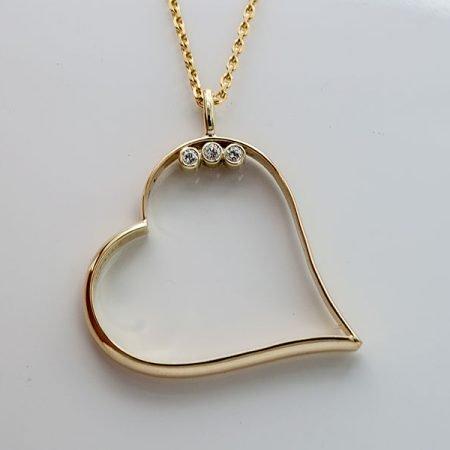 Gouden hanger hart gemaakt van trouwring