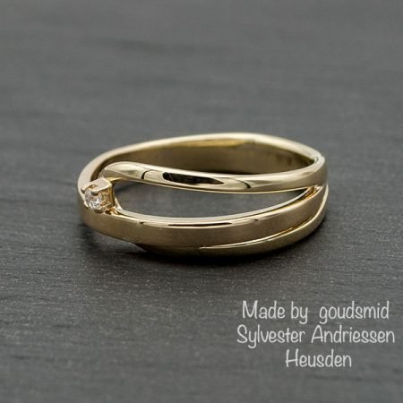Gouden-ring-met-banen-gemaakt-door-goudsmid