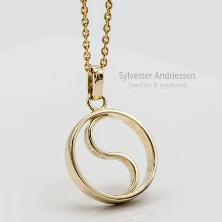 Yin-Yang-hanger-gemaakt-van-oude-trouwring
