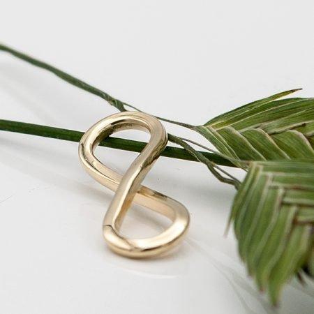 Infinity teken gemaakt van oud goud