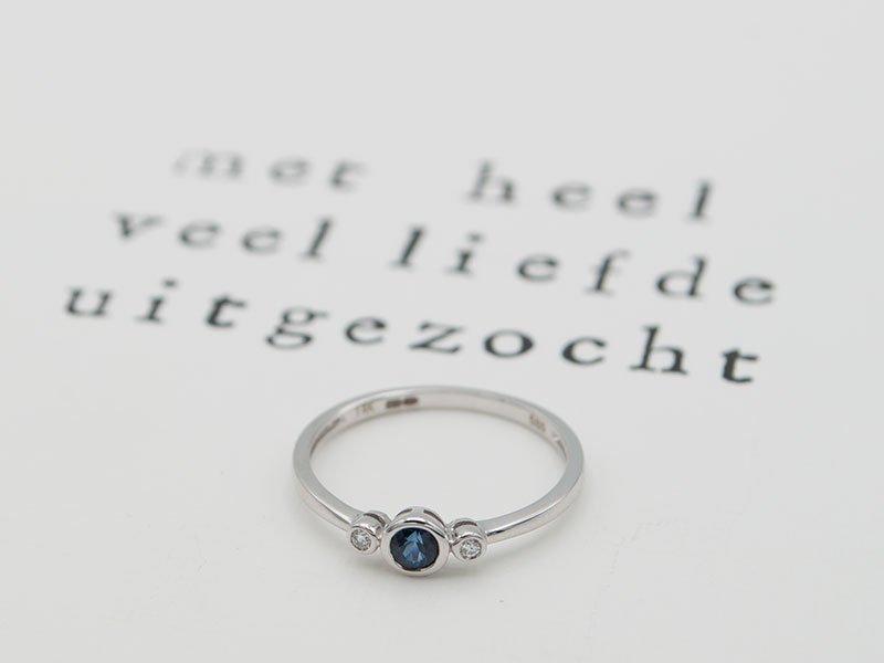 Verlovingsring-met-blauwe-steen