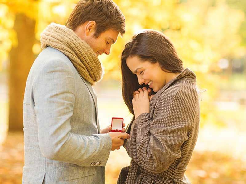 huwelijksaanzoek met verlovingsring