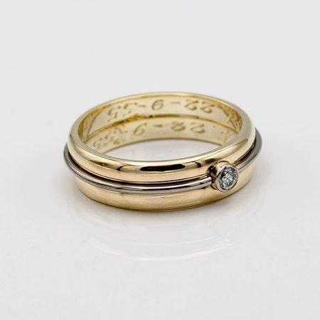 twee trouwringen vermaakt tot een nieuwe ring