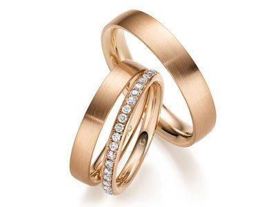 Roodgouden trouwringen met diamant