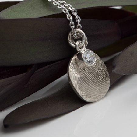 Zilveren hanger met vingerafdruk en as