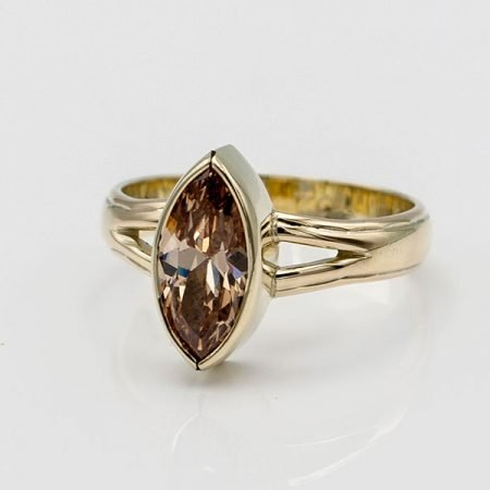 gouden ring met bruine steen