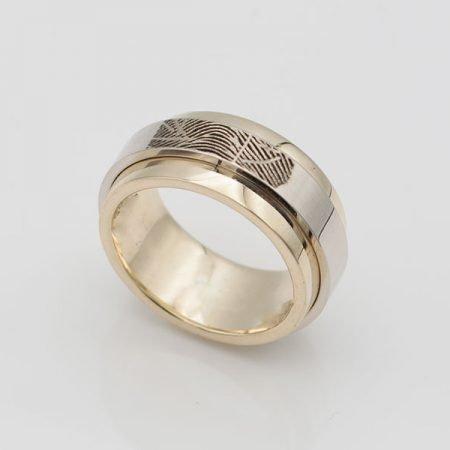 nieuwe ring met vingerafdruk van oude trouwring gemaakt