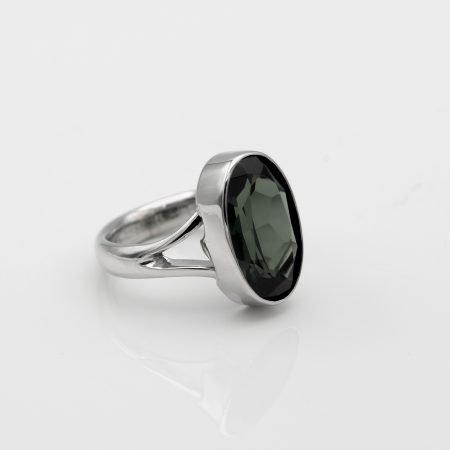Witgouden ring met groene steen