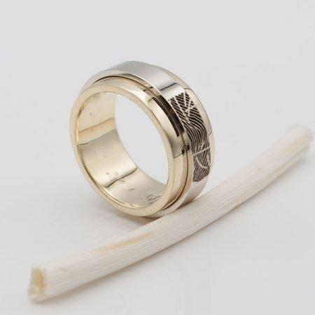 van oude sieraden een nieuwe ring gemaakt