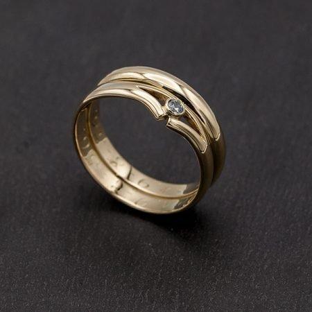 van oude trouwring nieuwe ring met steentje gemaakt
