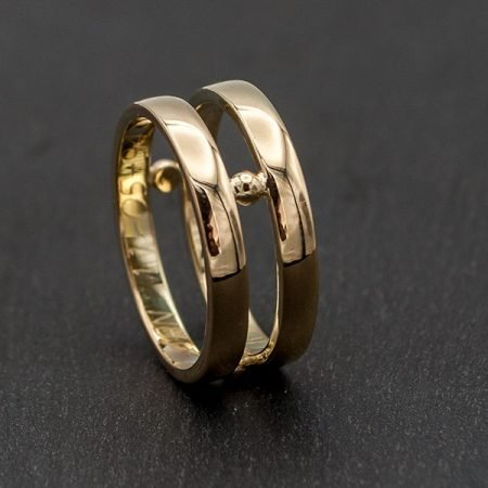 van twee oude trouwringen een nieuwe ring gemaakt