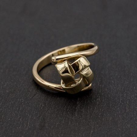 Gouden ring met knoopje gemaakt van oud goud