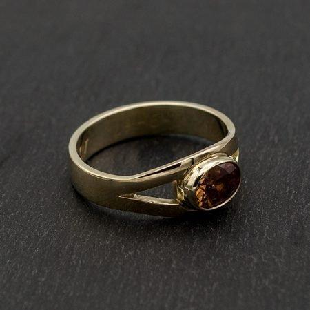 Trouwring vermaakt naar nieuwe ring met bruine steen