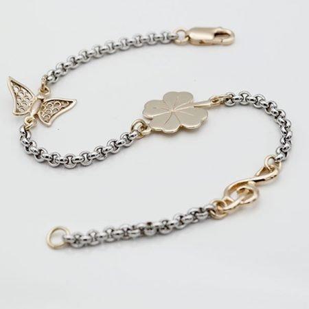 witgouden armband met vlinder muziekteken en klavertje vier met vingerafdruk