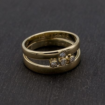 twee oude trouwringen vermaakt tot een nieuwe ring