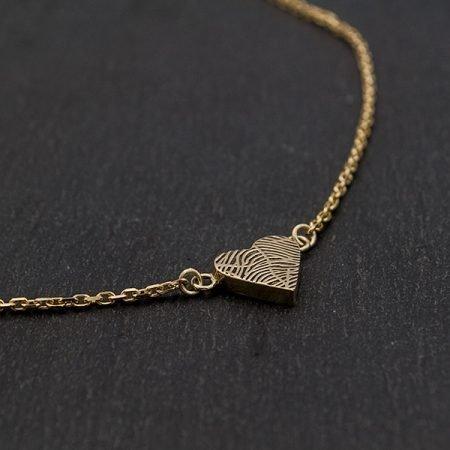 gouden hartje aan ketting met vingerafdruk