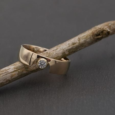 trouwring vermaakt tot een nieuwe moderne ring