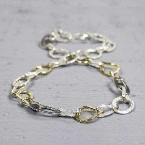 19351-zilveren-met-goudkleur-collier-met-grove-grillige-ringetjes